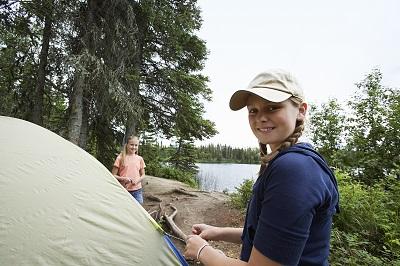 Wurfzelt Test - Kinder bauen das Zelt auf